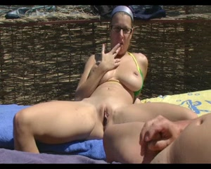 A dutch is suck by a sexy naked lady